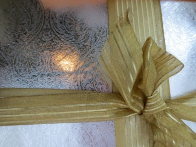 Wrapping with Christmas classics: Gold and Silver